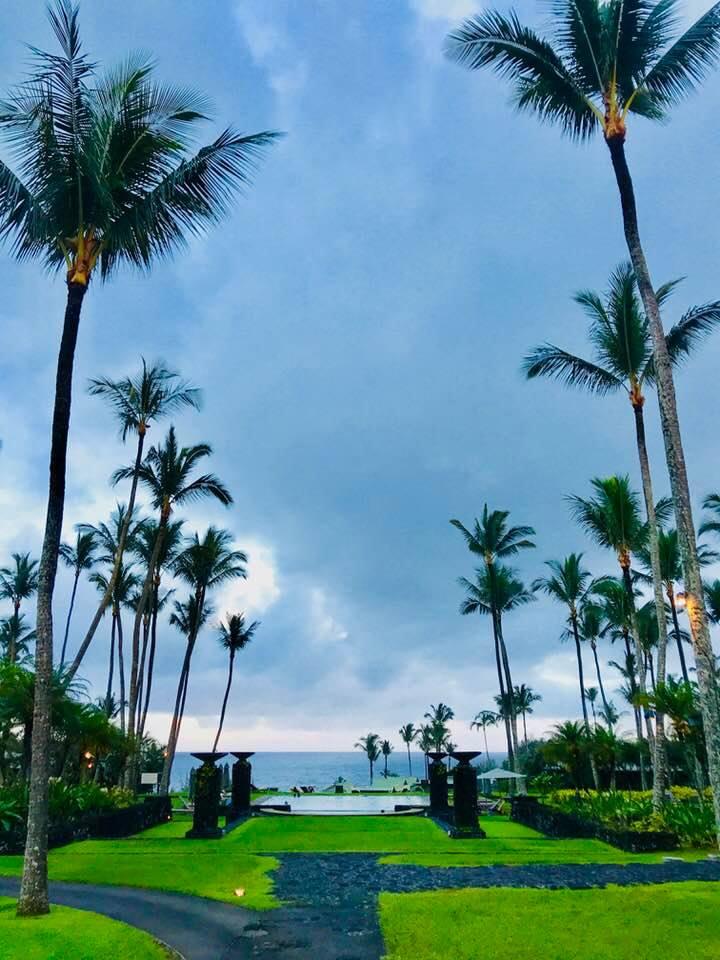 Amidst the ocean. Mitten im Ozean. So liegt Hawaii, wo der erwachte Advaita-Meister Madhukar zum ersten Satsang der Madhukar in America: 2018 Tour, einem Event von Madhukar Enlighten Life, eingeladen war.